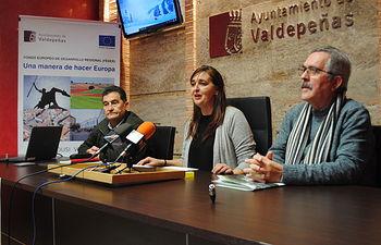 'Compra en Valdepeñas y 'Valdepeñas te regala Navidad', campañas para potenciar el comercio local -