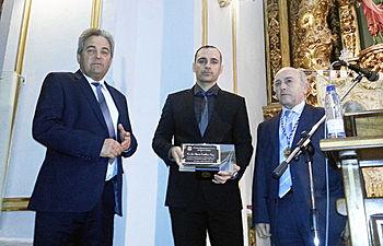 Juan Gil, a la izquierda de la imagen, alcalde de El Bonillo y otros. Semana Santa de El Bonillo 2013.