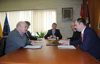 Marín se reúne con los organizadores de la séptima Edición de la Olimpiada Informática de Castilla-La Mancha. Foto: JCCM.