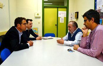 El candidato del PSOE a la Alcaldía de Albacete, Modesto Belinchón, se reunió con el equipo directivo del Conservatorio Profesional de Música 'Tomás de Torrejón y Velasco', con objeto de conocer las inquietudes y reivindicaciones de los docentes de este centro educativo