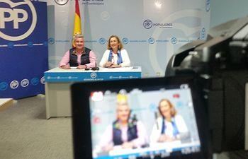 Silvia Valmaña y Alfonso Esteban en rueda de prensa.