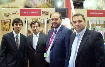 El consejero de Agricultura y Desarrollo Rural, José Luis Martínez Guijarro, visitó todas las empresas de la región asistentes a la XXX edicion de la feria de alimentación y hostelería ANUGA 2009, en Colonia (Alemania).