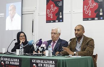 Presentación de la II edición del ciclo de Novela Negra; Manolo Giménez y Beatriz Gómez (comisaria del ciclo)