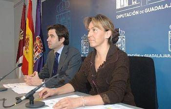 La presidenta de la Diputación, Ana Guarinos, y el vicepresidente Lorenzo Robisco, en rueda de prensa.