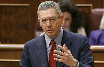 El ministro de Justica, Alberto Ruiz-Gallardón,en el Congreso de los Diputados (foto de EFE)