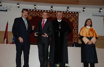 En el transcurso del acto se entregaron los Premios Extraordinarios Fin de Carrera.