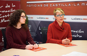 Joaqui Alarcón, presidenta de la la Asociación Costuras en la Piel en apoyo a la Unidad de Investigación de Cáncer de Albacete (ACEPAIN) y Verónica Corrales, investigadora y miembro de la Junta Directiva de ACEPAIN