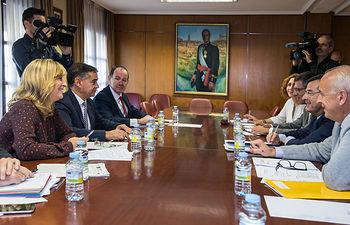 El delegado del Gobierno de España en Castilla-La Mancha, Manuel González Ramos, y la secretaria General del Ministerio de Política Territorial y Función Pública, Llanos Castellanos, han mantenido una reunión de coordinación en la Delegación del Gobierno con los subdelegados de las provincias.
