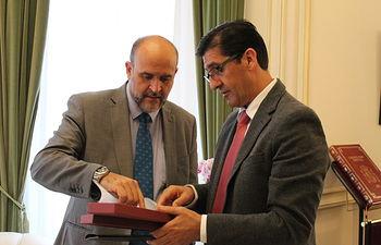 Martínez Guijarro se ha reunido con el presidente de la Diputación de Ciudad Real, José Manuel Caballero.