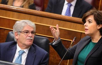 La vicepresidenta del Gobierno, Soraya Sáenz de Santamaría, se somete a las preguntas durante la Sesión de Control