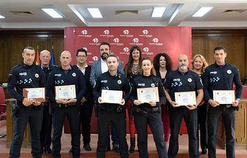 Foto de familia de la entrega de diplomas. Fotografía: Álvaro Díaz Villamil / Ayuntamiento de Azuqueca
