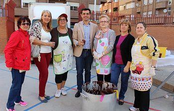 El Alcalde de Albacete, Javier Cuenca, visita al barrio 'El Pilar' con motivo de sus fiestas