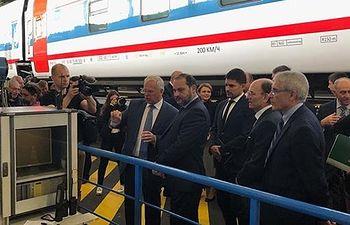 El ministro de Fomento en funciones, José Luis Ábalos, en su reunión con el Primer Viceministro de Transportes de la Federación rusa Innokentiy Alafinov.