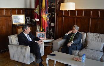 Encuentro entre el alcalde de Guadalajara y el rector de la Universidad de Alcalá de Henares.