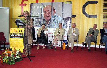 La consejera de Cultura, Turismo y Artesanía, Soledad Herrero, interviene durante el acto de homenaje realizado al poeta Diego Jesús Jiménez en la Feria del Libro, la Lectura y las Industrias Culturales de Castilla-La Mancha, en Cuenca.