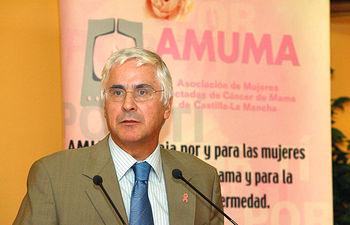 El presidente de Castilla-La Mancha, José María Barreda, en una imagen de archivo tomada en julio de 2006, durante un acto organizado por la Asociación de Mujeres Mastectomizadas (AMUMA).