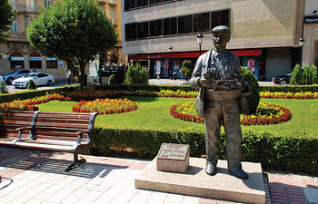 Monumento al Cuchillero en la plaza del Altozano de Albacete.