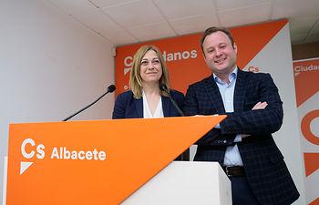 Carmen Picazo y Vicente Casañ, durante la presentación de la candidatura de Vicente Casañ a la alcaldía de Albacete por Ciudadanos
