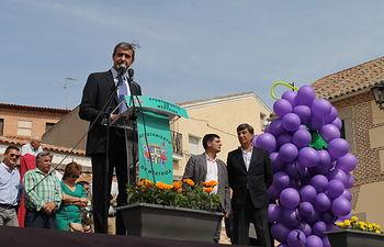 Álvaro Gutiérrez pronunciando el pregón de la XVI Fiesta del Vino de Méntrida