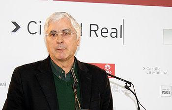 Fotografía de José María Barreda en rueda de prensa