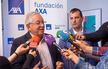 Fernando Jáuregui, periodista y presidente de Educa2020, junto a Ángel Tejada, decano de la Facultad de Ciencias Económicas y Empresariales de la UCLM.