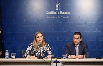 La consejera de Fomento, Elena de la Cruz, y el consejero de Agricultura, Medio Ambiente y Desarrollo Rural, Francisco Martínez Arroyo, comparecen en rueda de prensa. Foto: JCCM.