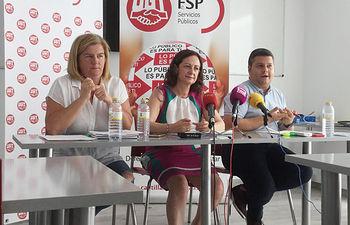 Rueda de prensa de FeSP UGT CLM hoy en Toledo: María José Bedoya (i), Gracia Alvarez y Luis Manuel Monforte.