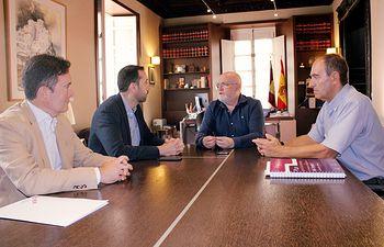 Reunión entre el delegado de la Junta en Albacete, Pedro Antonio Ruiz Santos con el director del IPEX, Luis Noé Sánchez, en la Casa Perona.