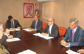 Andrés Hermida se reúne con directivos de la Asociación Empresarial de Productores de Cultivos Marinos. Foto: Ministerio de Agricultura, Alimentación y Medio Ambiente