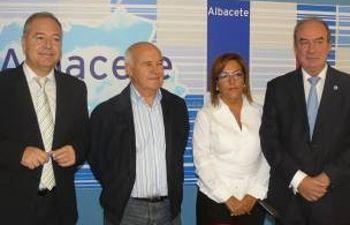 Los parlamentarios del PSOE de Albacete en la Casa del Pueblo