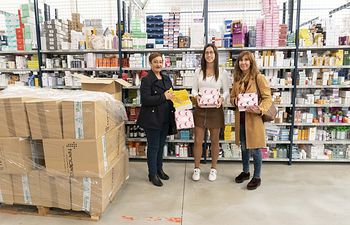 Mifarma colabora con la Asociación de Mujeres Afectadas por Cáncer de Mama (AMAC) donando doscientas cajas de Mifarma Secret.