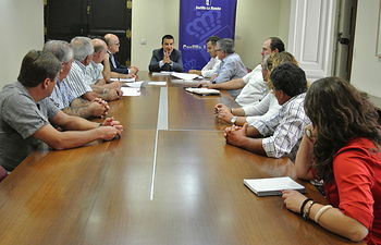 El consejero de Agricultura se reúne con la Plataforma de Usuarios y Regantes de la Cabecera del Segura en Albacete. Foto: JCCM.