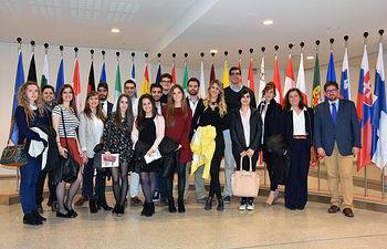Profesores y estudiantes en el Parlamento Europeo en Bruselas.