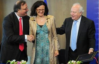 de izquierda a derecha : Grigol Vashadze, Cecilia Malmström y Miguel Ángel Moratinos. Comisión Europea
