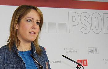 Fotografía de Cristina Maestre en rueda de prensa
