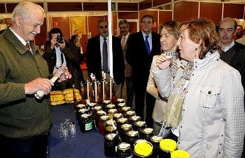 Destaca la gran acogida de la Feria y ensalza la magnífica cosecha de Miel de la Alcarria