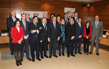 Foto de familia de los asistentes a la reunión (Foto: Ministerio de Sanidad, Servicios Sociales e Igualdad)