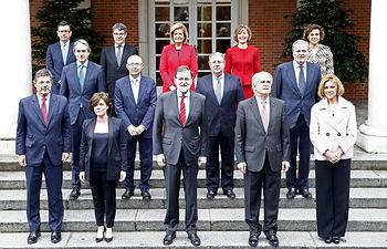 Mariano Rajoy en la foto de familia con los miembros del cuarto Gobierno de la XII legislatura