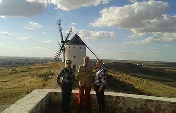 El historiador Fernando de Prado Pardo-Manuel de Villena, promotor de la búsqueda de los huesos de Miguel de Cervantes en el convento de las Trinitarias Descalzas de Madrid, visitó Alcázar de San Juan