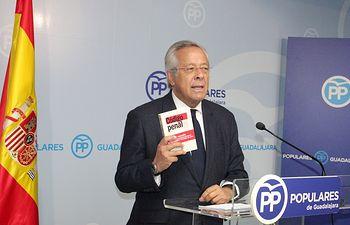 Ramón Aguirre.