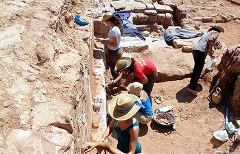Campaña de excavación arqueológica en Montiel en 2013.