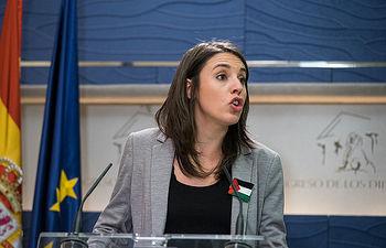 Irene Montero, portavoz de Unidos Podemos en el Congreso de los Diputados, en la rueda de prensa que hoy ha tenido lugar.