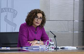 La portavoz del Gobierno y ministra de Hacienda, María Jesús Montero, durante su intervención en la rueda de prensa posterior al Consejo de Ministros.