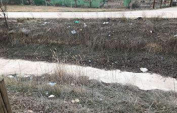 """Contigo Albacete denuncia que el Camino Natural del Canal de María Cristina es un """"basurero"""""""
