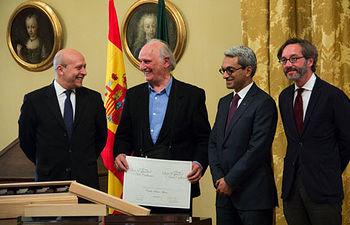 Carlos Saura recibe el premio Luso Español de Arte y Cultura