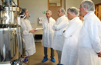 Serrano visita las empresas Proteos y Zurko