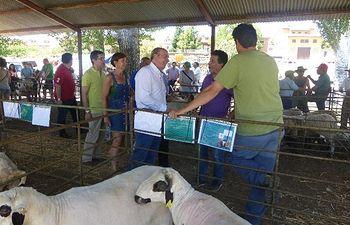 Latre destaca la labor de los ganaderos y pastores en la XXXIII Feria del Ganado en Hiendelaencina