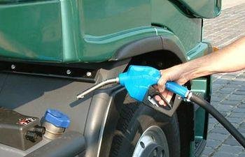 Gasolinera-gasolina-combustible-1. Imagen de archivo.