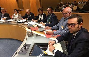 El alcalde, José Luis Blanco, y el concejal de Urbanismo y Desarrollo Sostenible, Juan Pablo Román, con la delegación de Castilla-La Mancha en la reunión mantenida en el Ministerio.