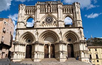 Fachada principal de la catedral de Cuenca.
